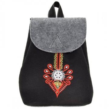 plecak filcowy z ludowym haftem parzenicy