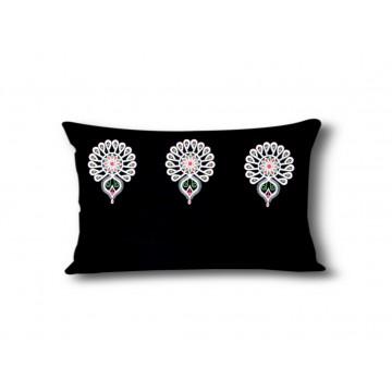Filcowa poduszka  z haftem...