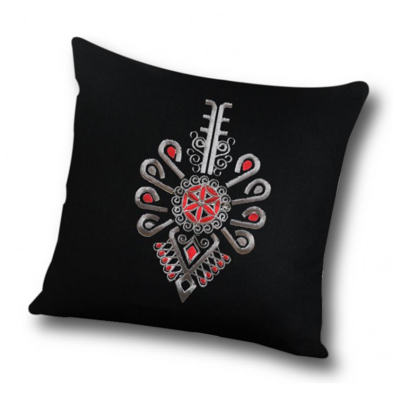 ludowa poduszka z haftem parzenicy góralskiej