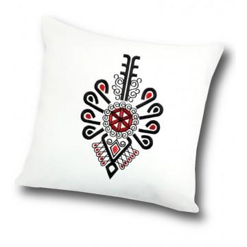 ludowa poduszka z haftem parzenicy goralskiej czerwonoczarna