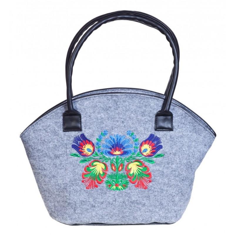 Filcowy jasny koszyk z haftem ludowe kwiaty