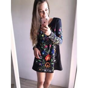 Sukienka z łowickim motywem czarna