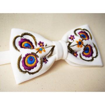 Mucha biała haft góralski