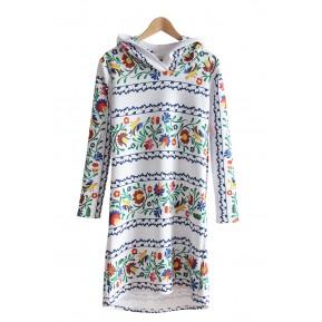Sukienka z kapturem pasy folk biała