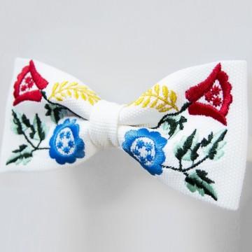 Mucha biała haft krakowski