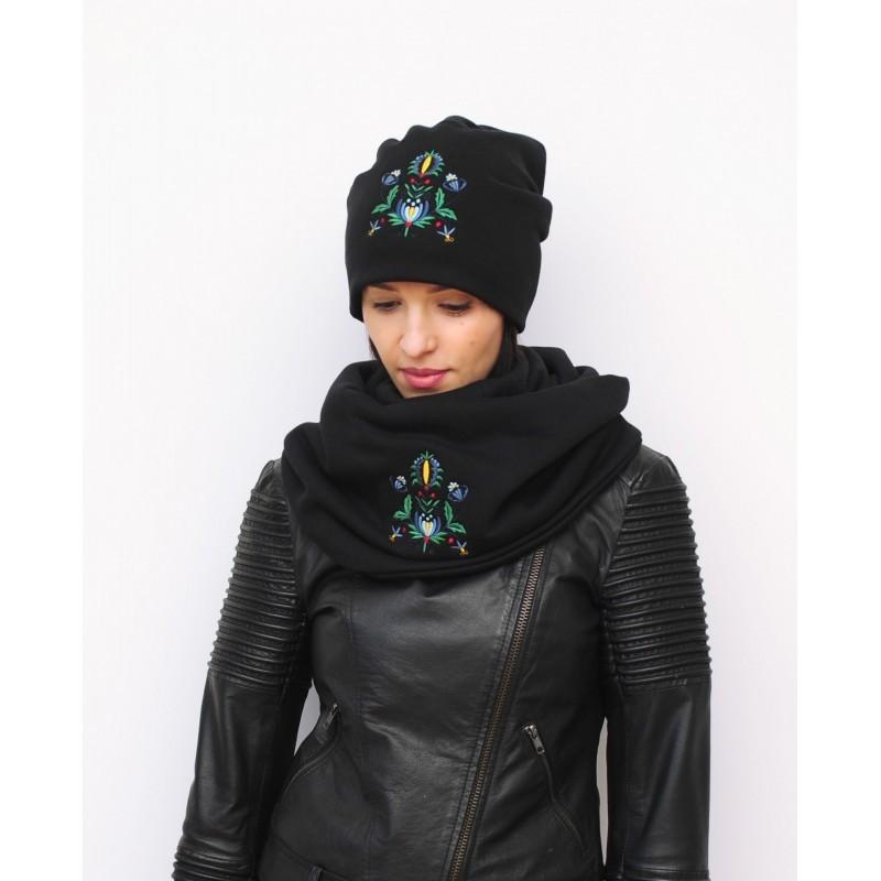 Kokofolk - folkowa czapkai komin z motywem inspirowanym kaszubskim haftem. Ludowy dodatek do ubrania