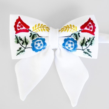 Folk mucha biała haft krakowski