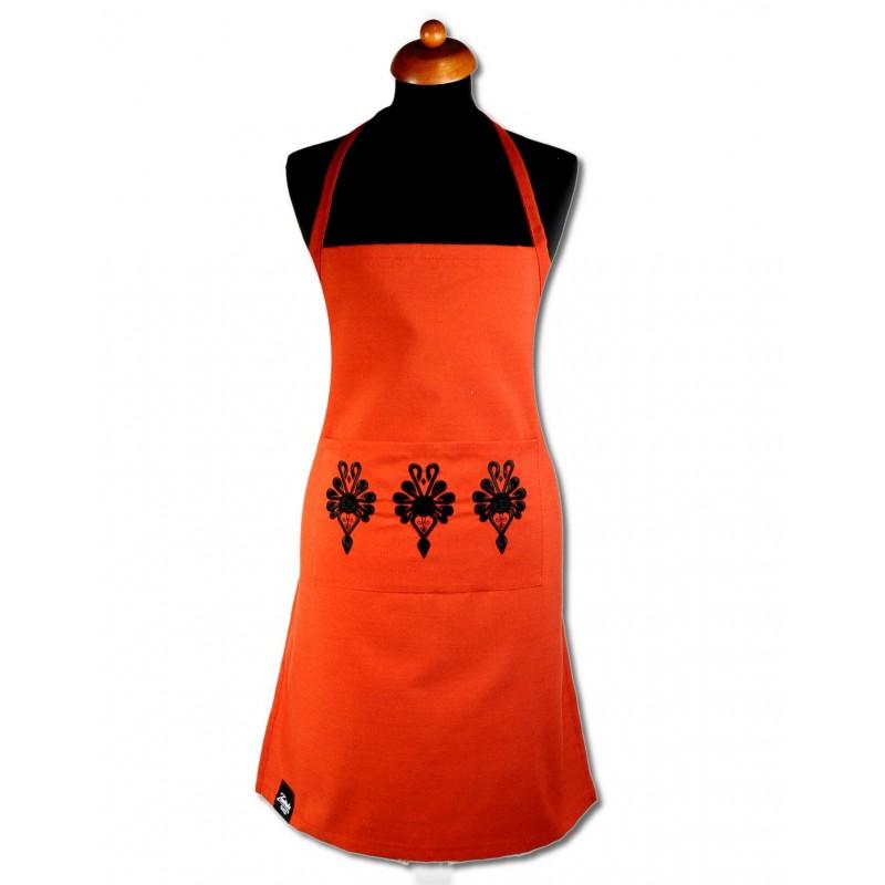 Fartuch z ludowym haftem z parzenicami czerwony