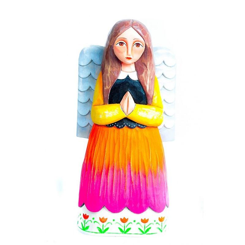 Rzeźba ludowa anioł z czerwoną spódnicą agnieszki trzcinki