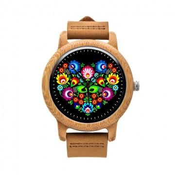 drewniany zegarek na rękę z ludowym wzorem łowickie serce