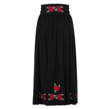 ludowa spódnica w haftowane kwiaty