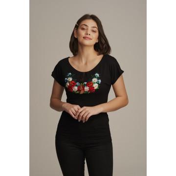 ludowa bluzka z haftem kwiatowym